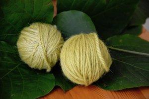 葛の葉染めの毛糸