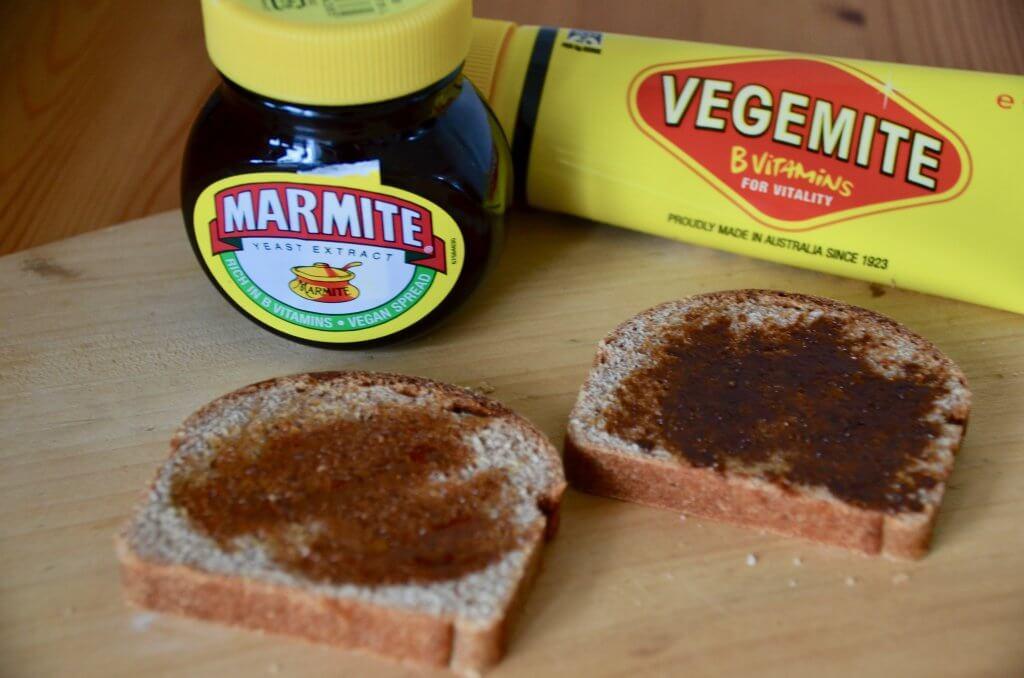 ベジマイトとマーマイトを塗ったパン
