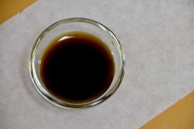 胡桃染めの1番液 濃い茶色