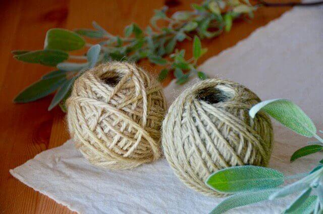 セージ染めの毛糸