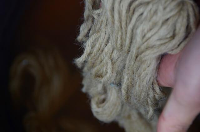 どくだみで染色した毛糸(媒染前)