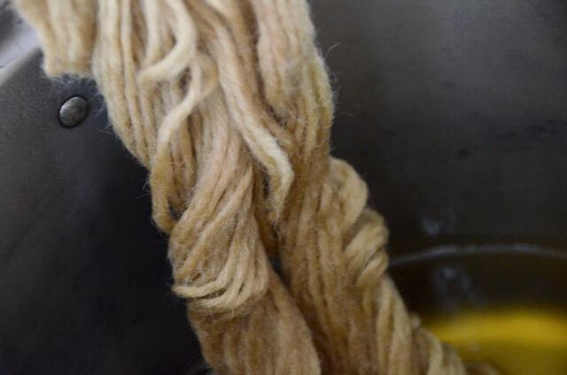 アルミニウム媒染処理の毛糸